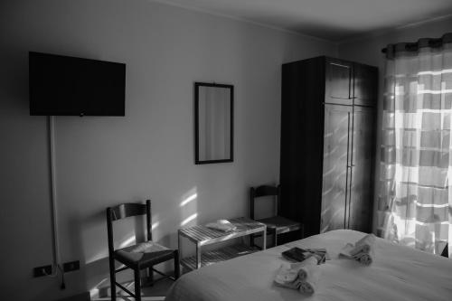 A television and/or entertainment center at Albergo Parco Gran Sasso