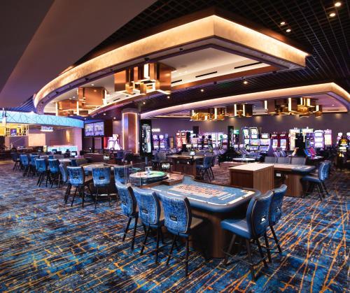 Un restaurante o sitio para comer en The STRAT Hotel, Casino and Skypod