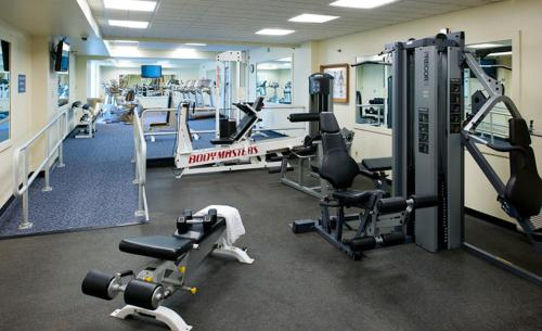 The fitness center and/or fitness facilities at Holiday Inn Express Pittsburgh West - Greentree, an IHG Hotel