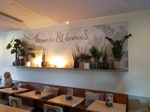 Een restaurant of ander eetgelegenheid bij Slapen Bij Brownies & Downies