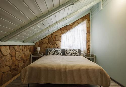 A bed or beds in a room at Chalet in Alpine Valley