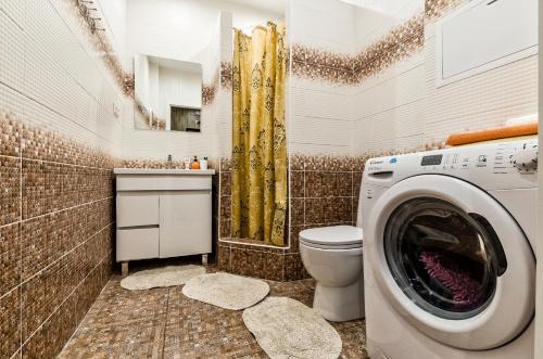 A bathroom at Prosvesheniya