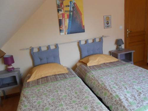 A bed or beds in a room at Les Couleurs Picardes
