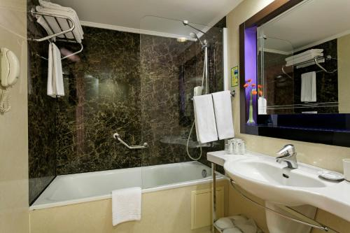 A bathroom at Limak Atlantis Deluxe Hotel Belek