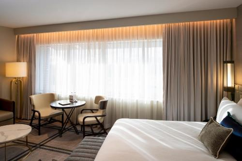 A bed or beds in a room at The William Inglis Mgallery By Sofitel