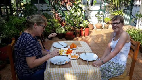 Guests staying at Jojies Homestay Fortkochi