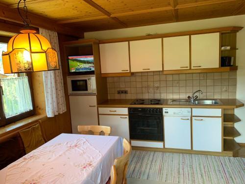 Küche/Küchenzeile in der Unterkunft Appartement Haus Bärbl