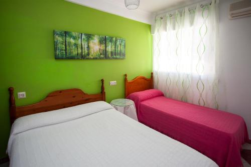 A bed or beds in a room at Pension Hidalgo 1