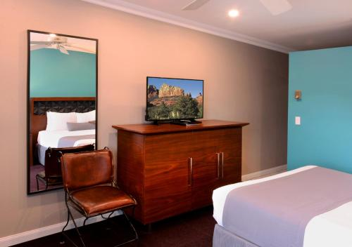 A television and/or entertainment centre at The Sedona Hilltop Inn