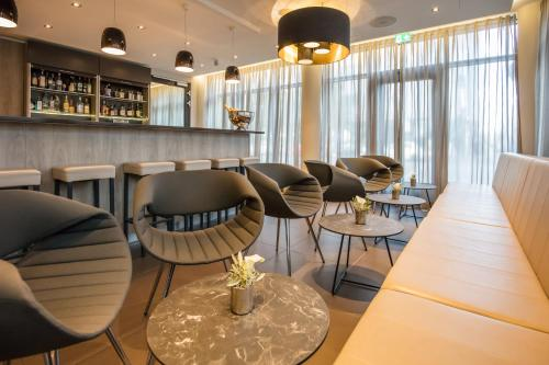 Lounge oder Bar in der Unterkunft relexa hotel München