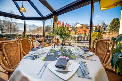 A restaurant or other place to eat at Nowa - Ski SPA Hotel