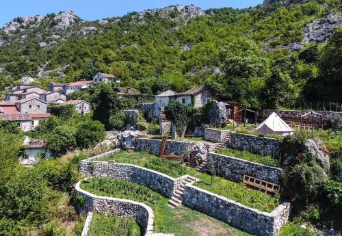 Old village Godinje Glamping