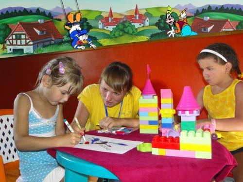 الأطفال المقيمون في شرم هوليداى ريزورت