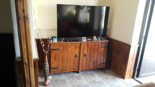 Телевизия и/или развлекателен център в Къща Зорница