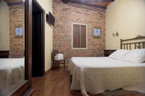 A bed or beds in a room at Casa dos Ulloa