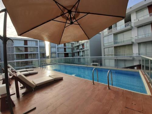 The swimming pool at or close to Departamento 2hab en Piura