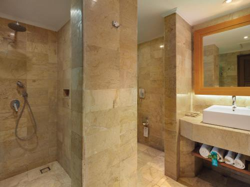 A bathroom at SOL by Meliá Benoa Bali All inclusive