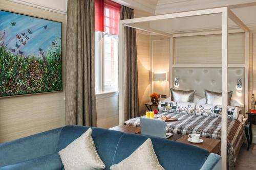 A bed or beds in a room at 11 Cadogan Gardens Hotel & Apartments
