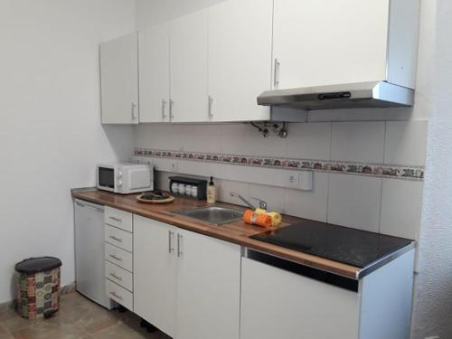 A kitchen or kitchenette at Cacilhas Apartments House