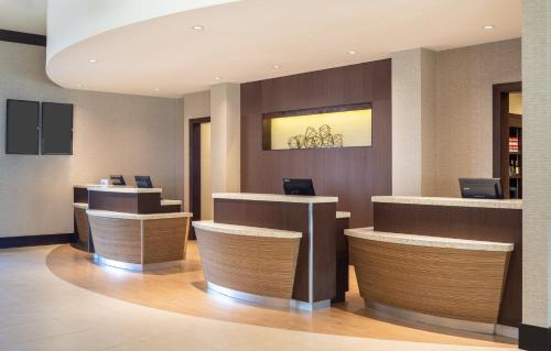 The lobby or reception area at Courtyard by Marriott Miami Airport