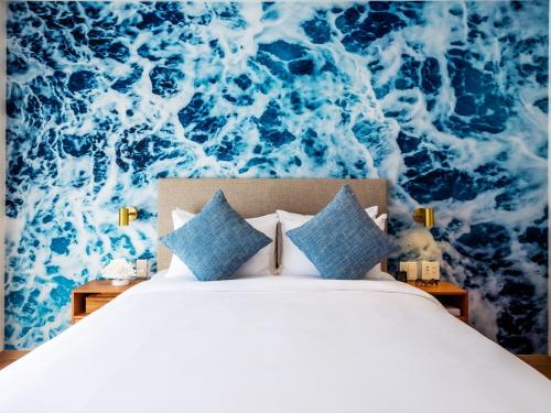 A bed or beds in a room at The Moana by DSH Resorts