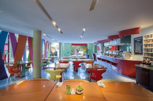 The lounge or bar area at Ibis Styles Bali Legian
