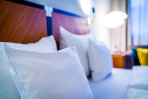 A bed or beds in a room at Clarion Hotel Amaranten