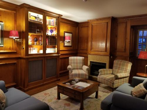 The lobby or reception area at Lawrences Hotel