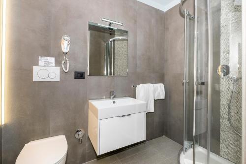A bathroom at Hotel Relais Dei Papi