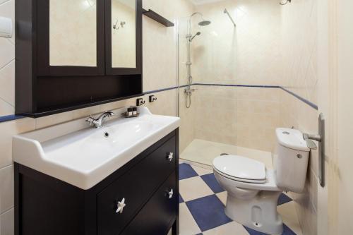 A bathroom at Valentina Home