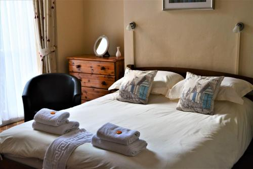 A bed or beds in a room at St Marguerite