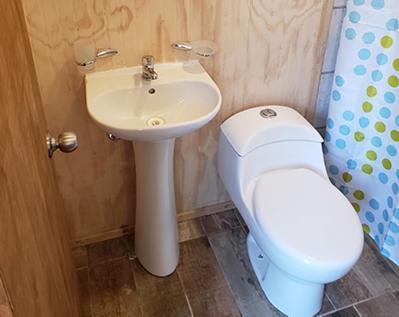 Um banheiro em Antiguos Bed And Breakfast