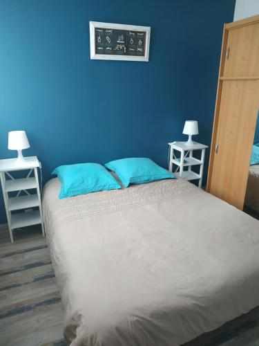 A bed or beds in a room at Les becs