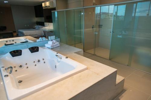 Um banheiro em Catuai Hotel