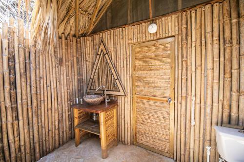 A bathroom at Hotel Isla Mucura
