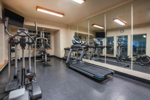 The fitness center and/or fitness facilities at La Quinta by Wyndham Eugene