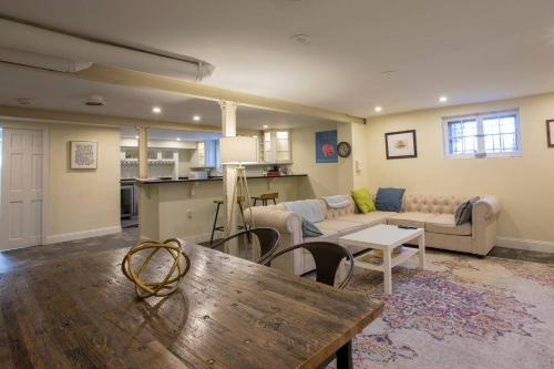 A seating area at Family Friendly Apt with BBQ, Parking and Yard