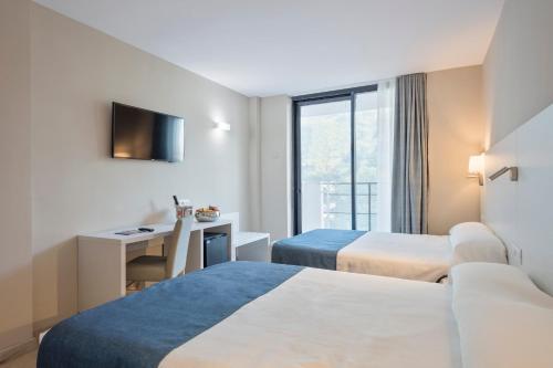 A bed or beds in a room at Hotel Best Sol D´Or