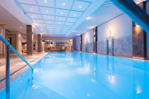 The swimming pool at or near Atrium Hotel Mainz