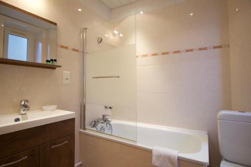 A bathroom at Hôtel Chopin