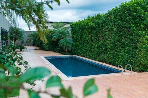 A piscina localizada em Catuai Hotel ou nos arredores