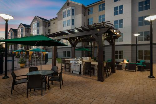 A restaurant or other place to eat at Homewood Suites by Hilton Orlando-Nearest to Universal Studios