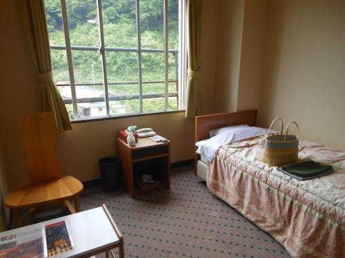 A bed or beds in a room at Onyado Tsutaya