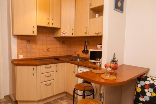 Кухня или мини-кухня в Ё-home Говорова 12 2х2 бесконтактное заселение 24-7