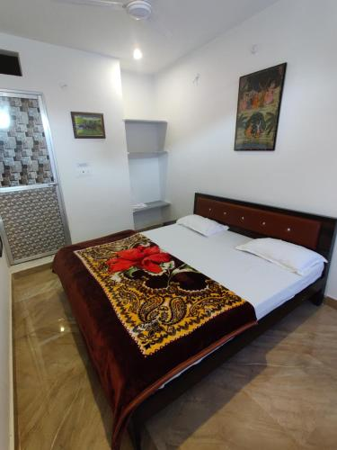 A bed or beds in a room at Varah Square Guest House
