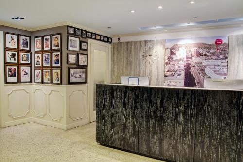 The lobby or reception area at Best Western Plus Hollywood Hills Hotel