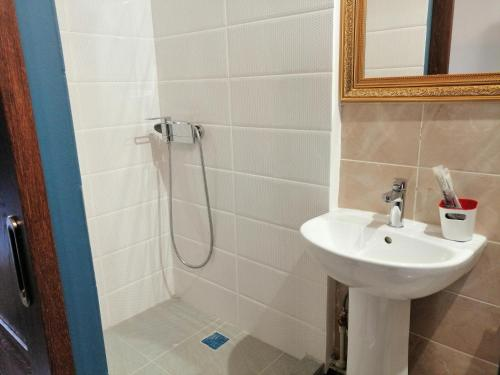 A bathroom at Hotel Na Zarechnoy