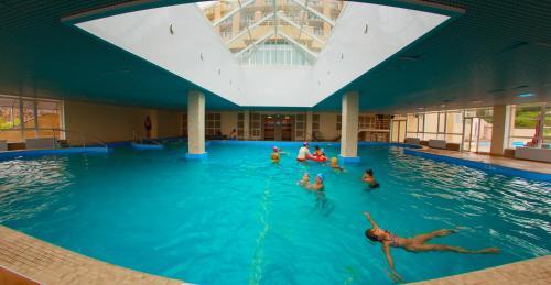 Бассейн в Гостиничный комплекс Теплое Море или поблизости