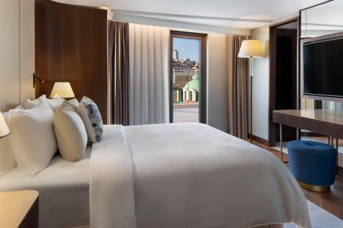 A bed or beds in a room at JW Marriott Istanbul Bosphorus