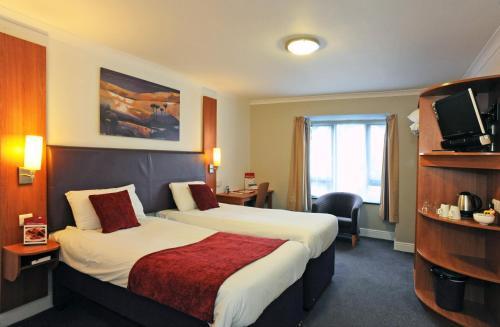 A bed or beds in a room at Wheatsheaf Basingstoke by Greene King Inns